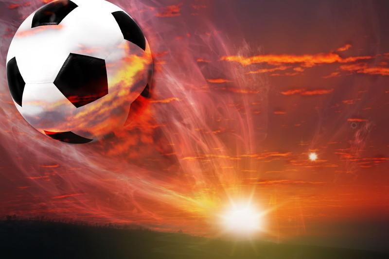 サッカーボールと朝日